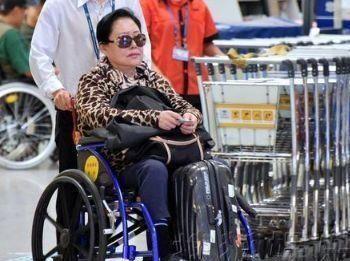 70岁斯琴高娃:历经3段婚姻,出门靠轮椅,曾和儿子反目成仇