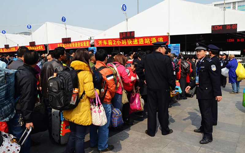中国流动人口正在缓慢下降,未来,春运将不再一票难求?