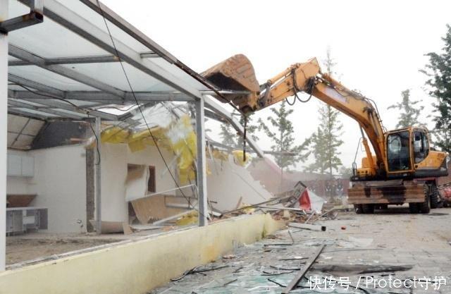 致富大棚成了违建,农村现在各地都在严查,这种违建是不允许的!