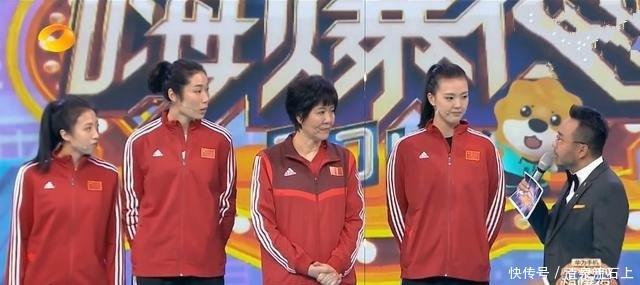 """中国女排亮相""""双11""""晚会 袁心玥是购物小达人 朱婷时刻想脱单"""