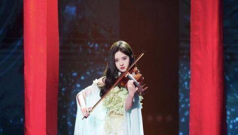 鞠婧祎又穿中国风 一袭绿色长裙真仙气插图