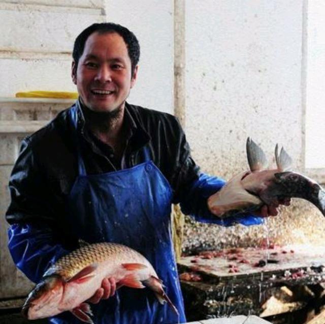【斤两】买鱼鱼贩子都免费收拾,如果不用收拾鱼贩子