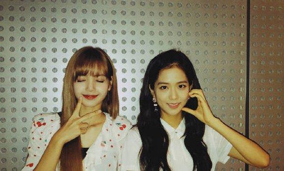 粉墨门面是JISOO,粉丝认证门面是LISA,她俩谁更漂亮?