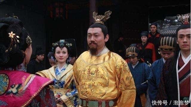 『一看』朱元璋帮朱棣剥橘子,母亲一看却惊呼:快逃