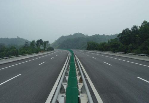 """""""慢点开""""正在毁灭中国交通!车主:保证行车安全还有错了?"""