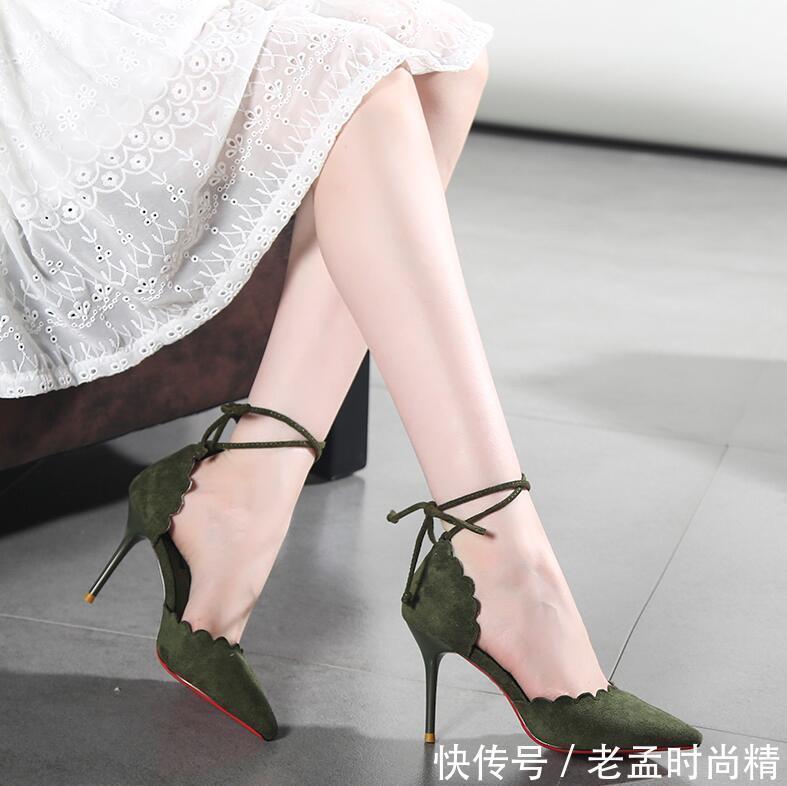 高跟鞋会让女人魅力提升,酒杯跟的设计,满满的优雅气质