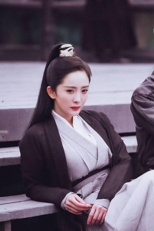 一天之内杨幂遭受三连暴击,她能挺住,粉丝们却坐不住了!