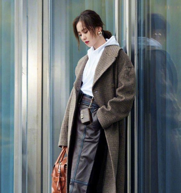 刘诗诗时尚街拍写真,尽显优雅知性,干练利落