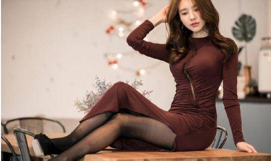 身材丰腴小姐姐,性感紧身开叉裙配丝袜,魅力十足