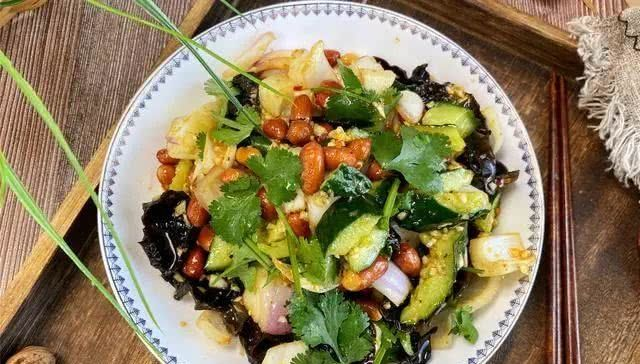 [1勺]季节转换,这菜要多吃,营养丰富,拌一拌就上桌,简单