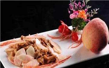 辣白菜:脆桃肉片、菇炒干豆腐、辣白菜炒鱿鱼制作方法