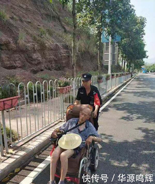 暖闻|九旬老人轮椅侧翻摔倒路边,民警护送其回家获群众点赞