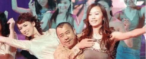 趁机揩油的男演员,曾志伟算收敛的,看吴秀波抱杨颖时的手