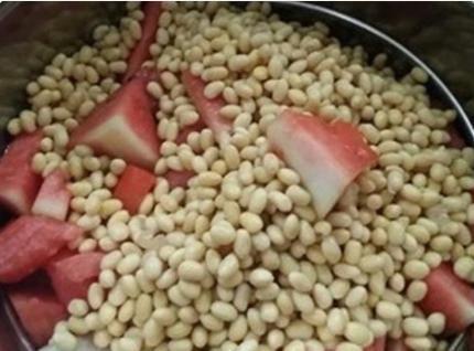 西瓜黄豆酱的懒人做法,不用发酵不用晒,出锅又香又糯又入味!