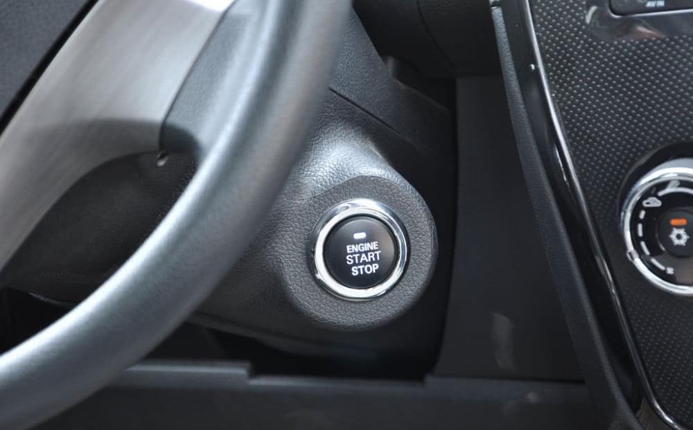 """『一键』开了8年车,才知汽车""""一键启动""""还有这些功能,以后不要浪费了"""