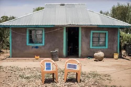 一半非洲人拥有手机,只有10%家庭有电,非洲人如何为手机充电?
