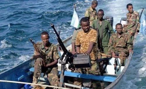 """海盗强收""""过路费"""",公然袭击油轮,绑架人质,印度第一时间营救"""