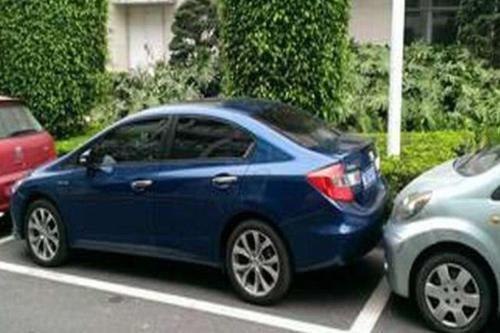 侧方位停车技巧,新手司机再也不用怂!