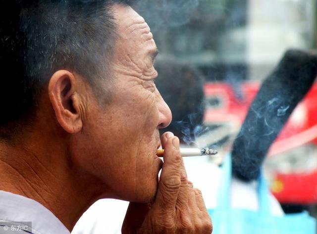"""抽烟的人快看看!这种叶子泡水喝,""""铲除""""肺部毒素,还能治口臭"""