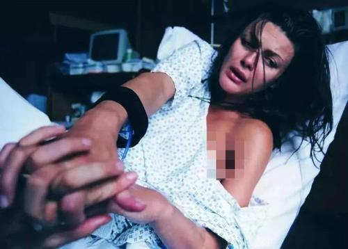 """产妇分娩后说了句""""我想上厕所"""",医生赶紧安排手术,马虎不得"""