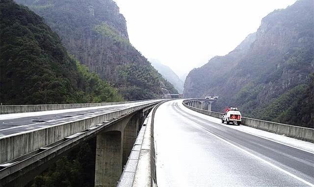 """英国媒体称它为全球""""最美""""公路,全长有516公里,就在中国"""