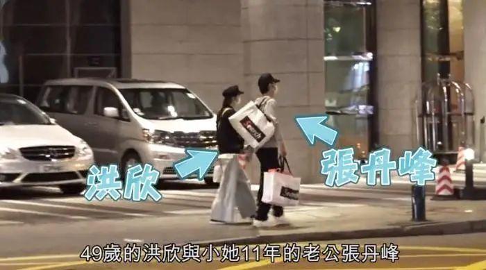 [张丹峰和经纪人情侣装]洪欣张丹峰和好如初,夫妻穿情侣装合体购物,男方成了小跟班