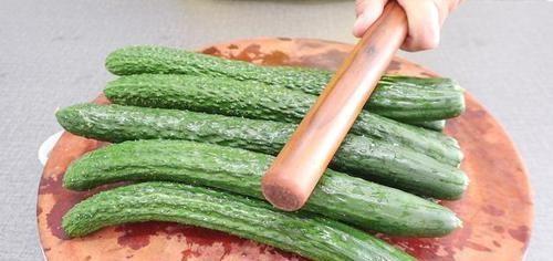 [还要]黄瓜最过瘾的吃法,比凉皮和肉还要好吃,天热吃特开胃