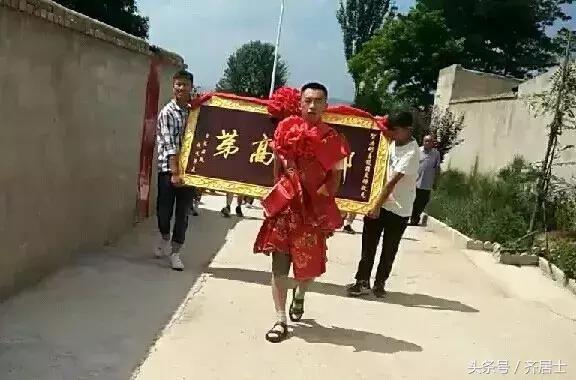 静宁县古城镇方家庄:别具一格的高考表彰会