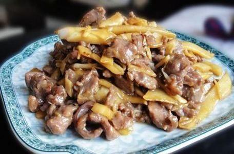 「酸笋」美食推荐:酸笋炒牛肉、孜然麻辣豆腐、香蒸荔浦芋头、木耳炒肉片