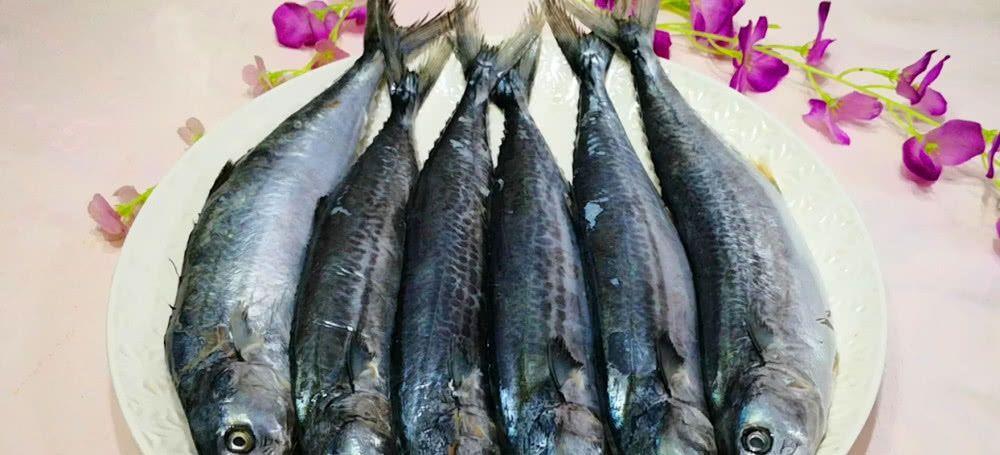吃鱼@做鱼时,去腥只加料酒就错了,大厨教你小技巧,鲜嫩好吃不腥气