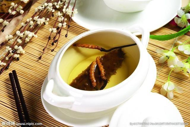 为什么秋季养生吃冬虫夏草好?冬虫夏草在秋天吃的好处