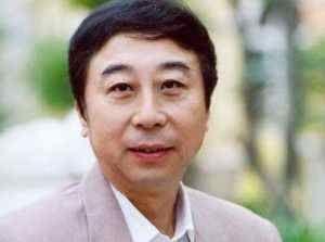 62岁的冯巩隐藏多年的老婆曝光,竟是我们熟悉的她,难怪能恩爱多年