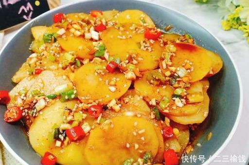『饭菜』土豆不炒也不煎,教你简单几步做的酸辣爽口的下饭菜!