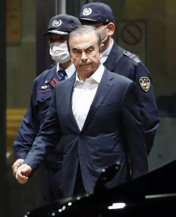 007都不敢这么演!日产前CEO躲乐器盒逃离日本 15亿保释金不要了