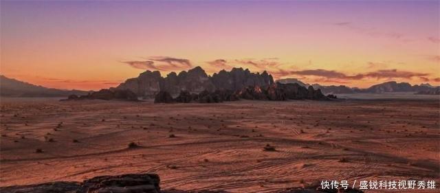 在沙漠中的农场从300米的地下取水,堪称人类奇观!