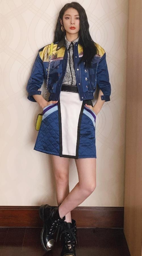 """「穿着」傅菁成""""火箭少女""""身材最好?穿搭衣品高,拼接风格显气质"""