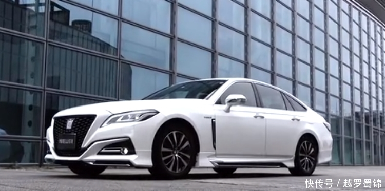 <b>丰田新车亮相!比凯美瑞还帅气,整车纯进口,或叫板奥迪a6L!</b>