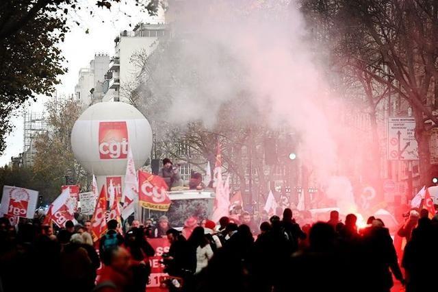 法国大罢工局势升级!罢工已经演变成暴力冲突,攻势越来越凶猛