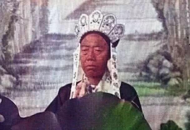 「老照片」清朝罕见老照片:李莲英手持宝剑,但满脸脓包