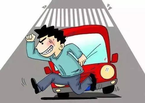 过马路 四年级孩子闯红灯被撞,交警:孩子负全责!