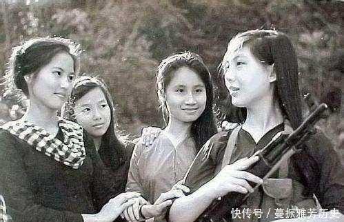 中越战争时期的越南女兵,从尸体身上搜出来的照片令人动容插图