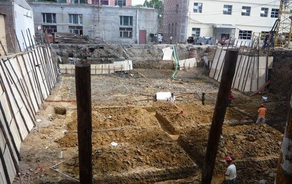 『自建房』农村建三层自建房地基要多深多宽?地基怎么打详细步骤