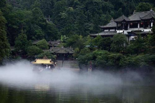 [泰安]青城山绚丽美景,皆在后山泰安古镇,游人可欣赏溪水石上流的美景