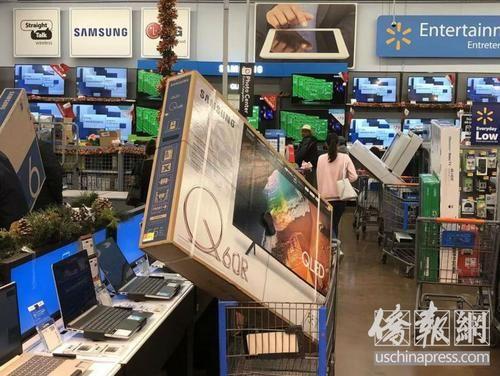[中国游客韩国抢购互殴]美媒:中国游客美国黑五抢购商品 体验