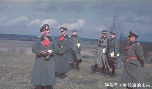 德军■纳粹集中营里的德军官兵彩色照,笑容反而让人害怕,女兵身材抢