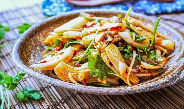 健脾开胃:这菜长得像大蒜,健脾开胃保护心脏,一定要多做给家人吃