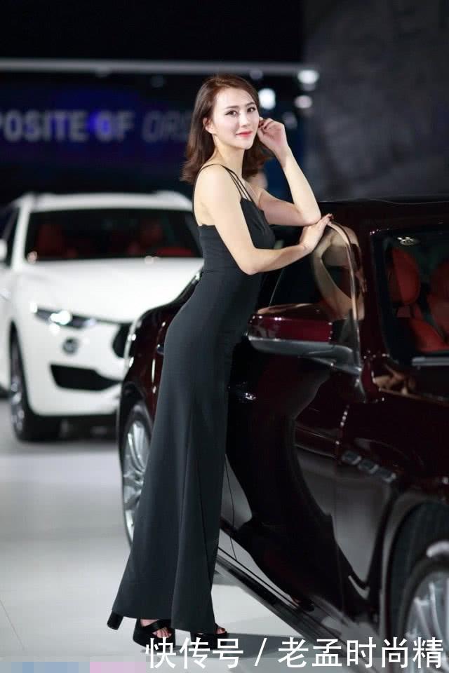 亚洲龙车模回眸间令人身心一颤, 如一缕清风, 心旷神怡