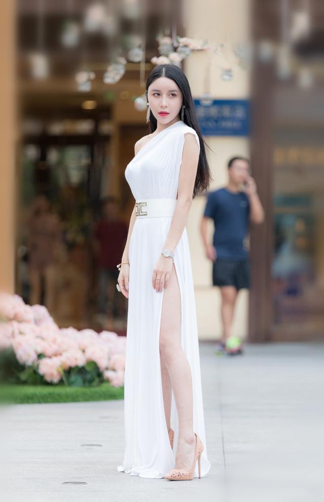 """<b>路人街拍:爱上辣妈们的""""精修""""时尚,让自己美得很有气质!</b>"""