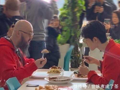 肖战在食堂被偶遇,看完网友随手一拍的照片,确定他是28岁