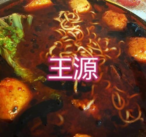 明星在家都干啥张雪迎煮汤圆,王源煮泡面,看到最后无肉不欢